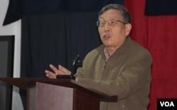 北京之春荣誉主编胡平 (美国之音方冰拍摄)