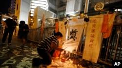 Người biểu tình ở Hồng Kông cầu nguyện cho nạn nhân biến cố Thiên An Môn