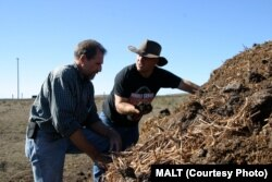 Jeffrey Creque (L) examines MCP Demonstration Ranch partner Loren Poncia's (R) compost at the Stemple Creek Ranch prior to application.