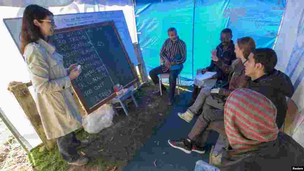 'Yan Ci Ranin Da Ke Kwarara Zuwa Turai Sun Tsallaka Wani Wurin Shakatawa Dake Brussels, Satumba 14, 2015