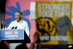Mantan Presiden Barack Obama berkampanye untuk Capres dari Partai Demokrat, mantan Wapres Joe Biden, di Miami, Senin, 2 November 2020. (Foto AP / Lynne Sladky)