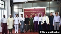 Min Aung Hlaing with Muslims