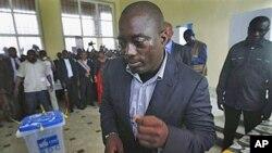 卡比拉在早前的選舉中投票。