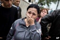 Реакција на жителка на Куманово откако ја здогледала својата куќа оштетена во акцијата