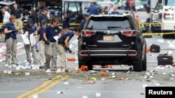 مقامات پلیس فدرال آمریکا در حال بررسی صحنه انفجار شنبه شب در منهتن