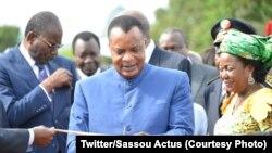 Président Denis Sassou N'Guesso akati ruban mpo na kofungola misala ya kobongola cuivre na Soremi na M'Fouati, na département ya Mboueza, Congo-Brazzaville, 26 novembre 2019. (Twitter/Sassou Actus)