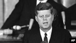 Президент Джон Кеннеди (архивное фото)