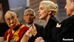 Далай Лама и Леди Гага. Индианаполис, США. 26 июня 2016 г.