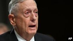 """짐 매티스 미국 국방장관이 지난 13일 상원 군사위원회의 국방예산 관련 청문회에서 증언하고 있다. 이날 매티스 장관은 북한의 ICBM 능력이 증대되고 있다는 데 """"의심의 여지가 없다""""고 증언했다."""