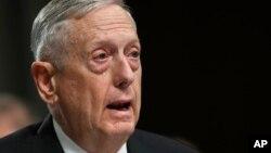 매티스 미국 국방장관이 13일 상원 군사위원회의 국방예산 관련 청문회에서 증언하고 있다.