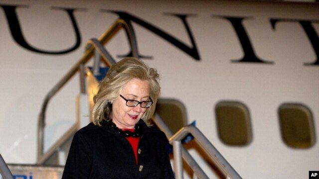U.S. Secretary of State Hillary Rodham Clinton disembarks from her airplane upon arrival in Istanbul, Turkey, July 15, 2011.