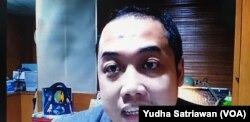 Praktisi mendongeng , Ganjar Ramadhan, saat menjadi narasumber seminar daring merayakan hari Anak Nasional, 23 Juli, Kamis (23/7). (Foto: VOA/Yudha Satriawan)