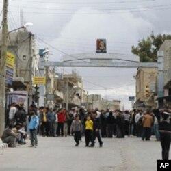 Manifestantes na cidade síria de Deraa