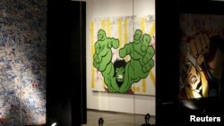 Karya seni dari Richie Mirando alias Seen di galeri Pusat Keuangan Internasional Dubai, 25 November 2014. (Reuters/Caren Firouz)