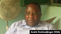 Jean-Bernard Padaré, secrétaire national aux affaires juridiques et politiques du parti au pouvoir, N'Djamena, Tchad, le 11 août 2019. (VOA/André Kodmadjingar)