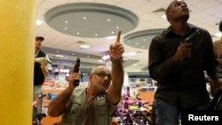 مأموران امنیتی در مرکز خرید الشباب - نایروبی، مهر ۱۳۹۲