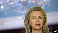 ທ່ານນາງ Hillary Rodham Clinton ລັດຖະມົນຕີການຕ່າງປະເທດ ສະຫະລັດ ກໍາລັງເດີນທາງໄປຈີນ ເພື່ອສົນທະນາ ຫາລືລະດັບສູງ ໃນແລງວັນຈັນ ທີ 1 ພຶດສະພາ 2012.