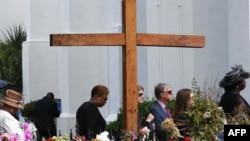 Para pelayat menghadiri pemakaman Cynthia Hurd, 54, korban penembakan massal, di gereja Emanuel AME di Charleston, South Carolina, 27 Juni 2015.