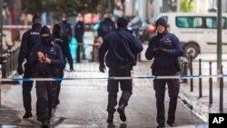 22일 벨기에 경찰이 테러 용의자 검거를 위하여 브뤼셀의 그랑 플라스 인근을 차단했다.