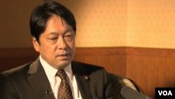 日本防卫大臣小野寺五典2013年2月12日接受美国之音专访(资料图片)