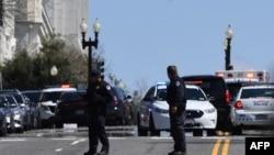 პოლიციამ შენობასთან მისასვლელები ჩაკეტა