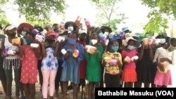 Amantombazana akoBulawayo ethola amaSanitary Pads