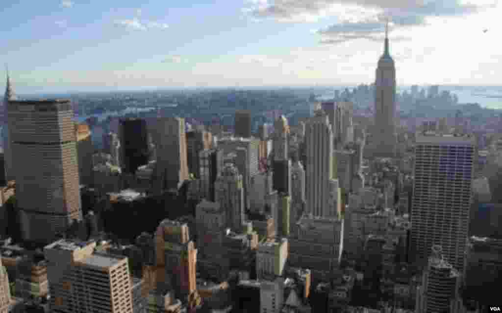 Para obtener una panorámica de la ciudad de Nueva York, suba los 86 pisos hasta el tejado del famoso Empire State Building.