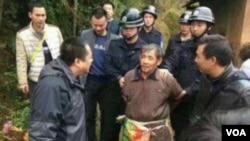明经国被抓捕视频截图(网友推特图片) Jiangxi peasant arrested with more severe crime