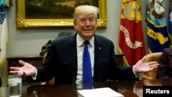 Presiden AS Donald Trump berbicara pada pertemuan untuk membahas RUU DACA dan imigrasi dengan pada legislator partai Republik, Kamis (4/1).