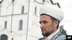 Ildus Faizov, ulama Tatarstan mengalami luka-luka dalam ledakan mobil di Kazan, 700 kilometer sebelah timur Moskow (14/7).