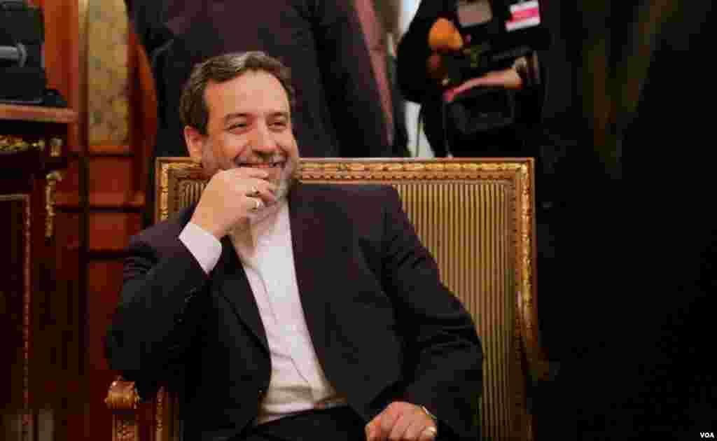 عباس عراقچی گفت: هر شش قطعنامه تحریمی شورای امنیت سازمان ملل باید لغو شود.عکس از خبرنگار بخش فارسی صدای آمريکا، نيلوفر پورابراهيم.