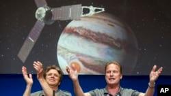 Scott Bolton, left, and Rick Nybakken are seen in a post-orbit insertion briefing at NASA's Jet Propulsion Laboratory following the solar-powered Juno spacecraft entered orbit around Jupiter on July 4, 2016, in Pasadena, Calif. (AP Photo/Ringo H.W. Chiu)