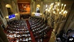 30일 콜롬비아 보고타의 의회에서 의원들이 평화협정안을 논의하고 있다.