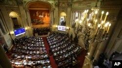El texto de 310 páginas, fue aprobado por unanimidad la noche del miércoles por la Cámara de Representantes, con 130 votos a favor y cero en contra.