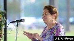 앤 밀스-그리피스 '전미 전쟁포로·실종자 가족연맹' 이사장이 지난해 9월 미시시피주 키슬러 공군기지에서 열린 전쟁포로·실종자 관련 행사에서 연설하고 있다.