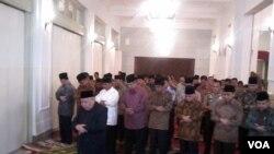 SBY undang kedua calon presiden berbuka puasa di Istana Negara Jakarta, Minggu (20/7). (VOA/ Andylala)