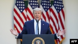 El presidente Donald Trump señaló en su cuenta de Twitter que la medida será temporal.