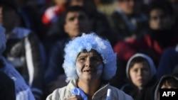 Fan hâm mộ theo dõi trận đấu giữa Argentina và Croatia tại World Cup 2018