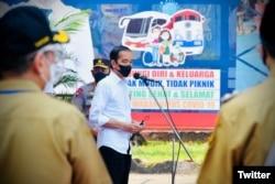 Presiden Jokowi setelah Peninjauan Kegiatan Vaksinasi COVID-19 bagi Masyarakat, 7 September 2021, di Pusat Informasi Pariwisata dan Perdagangan (PIPP), Kota Blitar, Jatim. (Twitter/@setkabgoid)