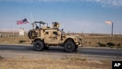 Pasukan AS yang berada di Suriah terus melakukan patroli di ladang-ladang minyak agar tidak dimanfaatkan oleh militan ISIS, Senin (28/10).