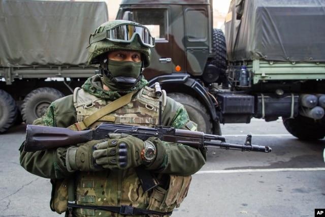 Проросійський бойовик у Донецьку