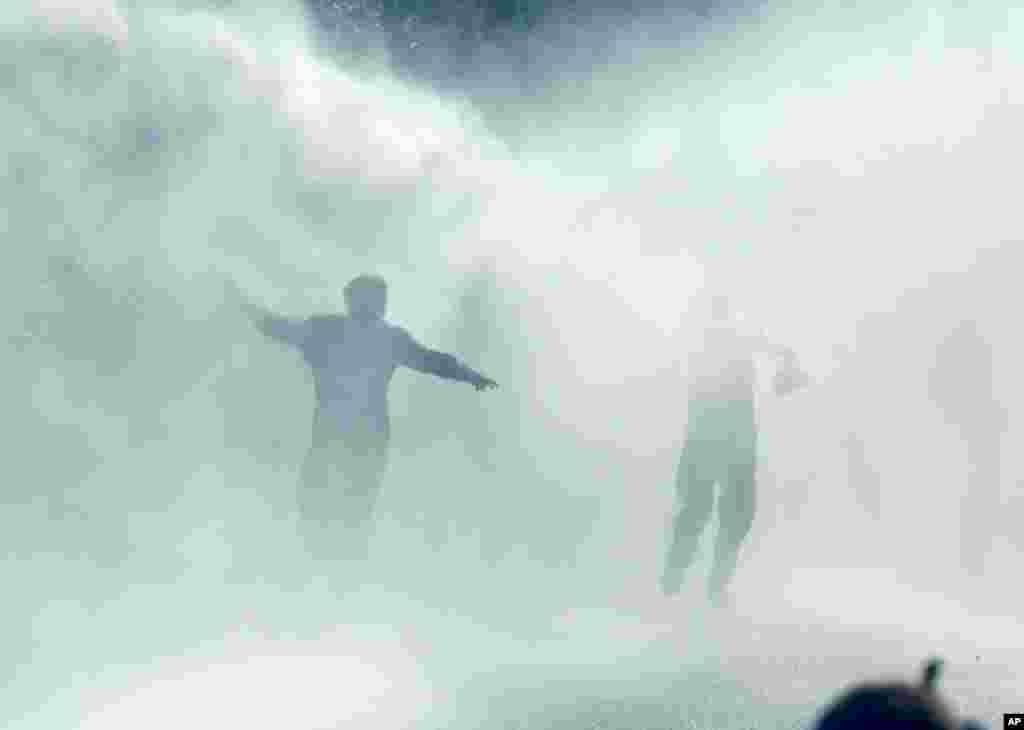 درگیری دانشجویان دانشگاه مهندسی خاورمیانه و دیگر تظاهرکنندگان با پلیس ضدشورش – آنکارا، ۱۷ مهر ۱۳۹۳