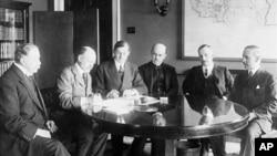 1917年美英官员签署一项战争贷款