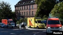 Seorang pekerja Dinas Kesehatan PBB (WHO) yang terjangkit Ebola saat bertugas di Sierra Leone tiba di Klinik Universitas Eppendorf (Universitaetsklinikum Hamburg-Eppendorf ) di Hamburg (Foto: dok). Seorang dokter Uganda yang terinfeksi Ebola saat ini dirawat di Jerman untuk menjalani pengobatan.