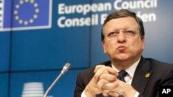Jose Manuel Barroso saat masih menjabat sebagai presiden Komisi Eropa berbicara kepada media di Brussels, 17 Juli 2014 (foto: dok).