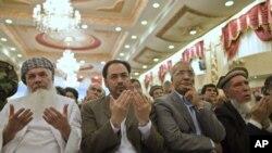 Salohuddin Rabboniy (o'rtada) - Jamiyati-Islomiy partiyasi yetakchisi