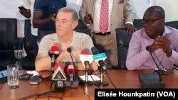 Michel Dussuyer, entraîneur français de l'équipe du Bénin, en conférence de presse à Cotonou, le 14 mars 2019. (VOA/Elisée Hounkpatin)