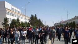 内蒙古学生在蓝旗抗议游行