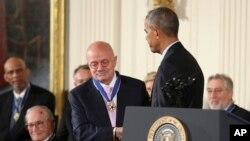 Eduardo Padrón recibe la Medalla Presidencial de la Libertad 2016.