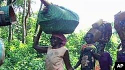 Des femmes déplacées par la violence en RDC